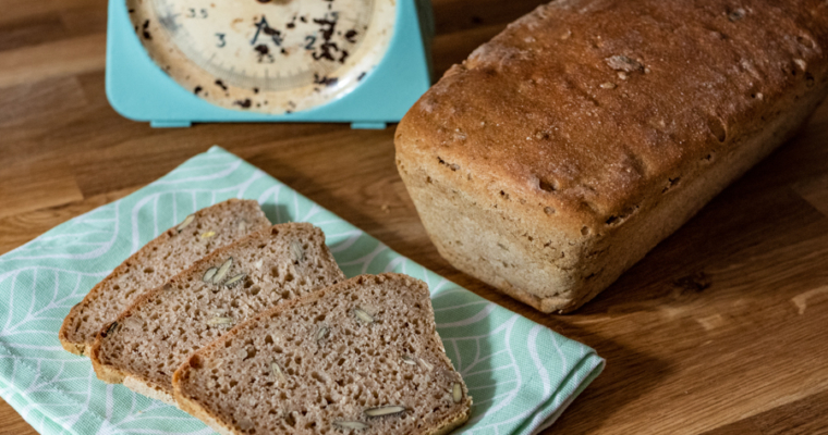 Domowy chleb żytni na zakwasie – jak zrobić?